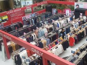 品牌服装特卖场搭建